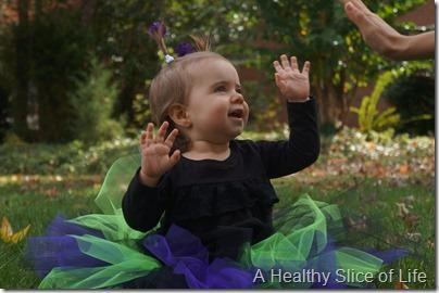 Halloween- baby alien- high five