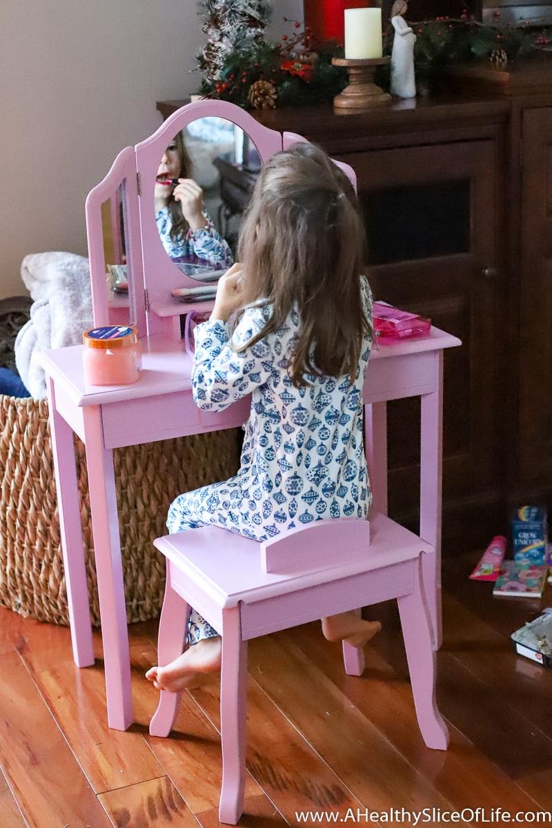 Christmas gift girl pink vanity